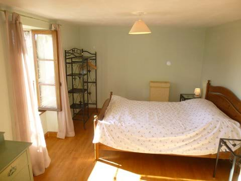 spacious accommodation for rent with large bedroom