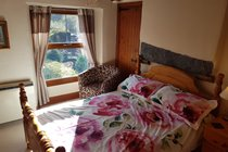 Lovely cottage style double bedroom overlooking the sunny front garden
