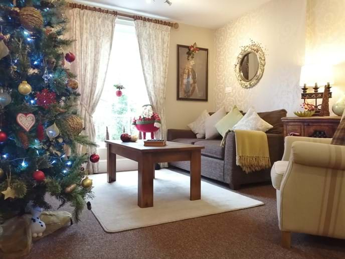 IRONBRIDGE VIEW TOWNHOUSE - The house is decorated festive during December