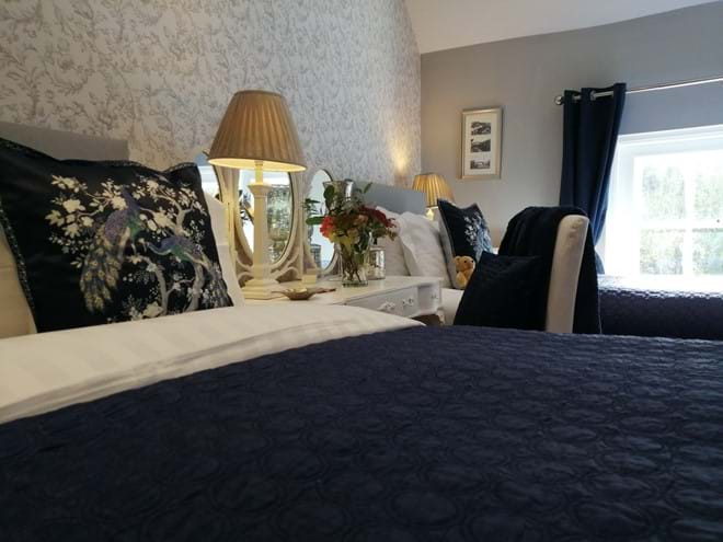 KING SIZE BED & SINGLE BED IN A BEAUTIFULLY DECORATED BEDROOM WITH VIEW OF THE IRON BRIDGE AND RIVER