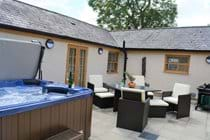 The Cottage Courtyard and Tub