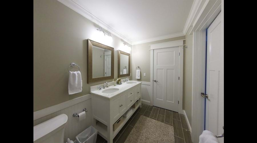 Wider view of Bathroom 4 downstairs