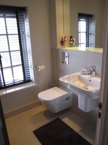 Roomy bathroom with high quality fittings.