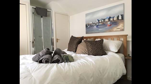 King size master bedroom- ensuite