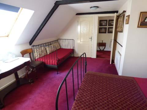 Chambre 3 - Furnished with an optional single bed if required