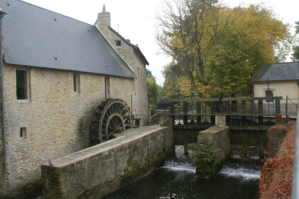 Water wheel at Bayeu, Normandy - Moulin à eau, Bayeux, Normandie