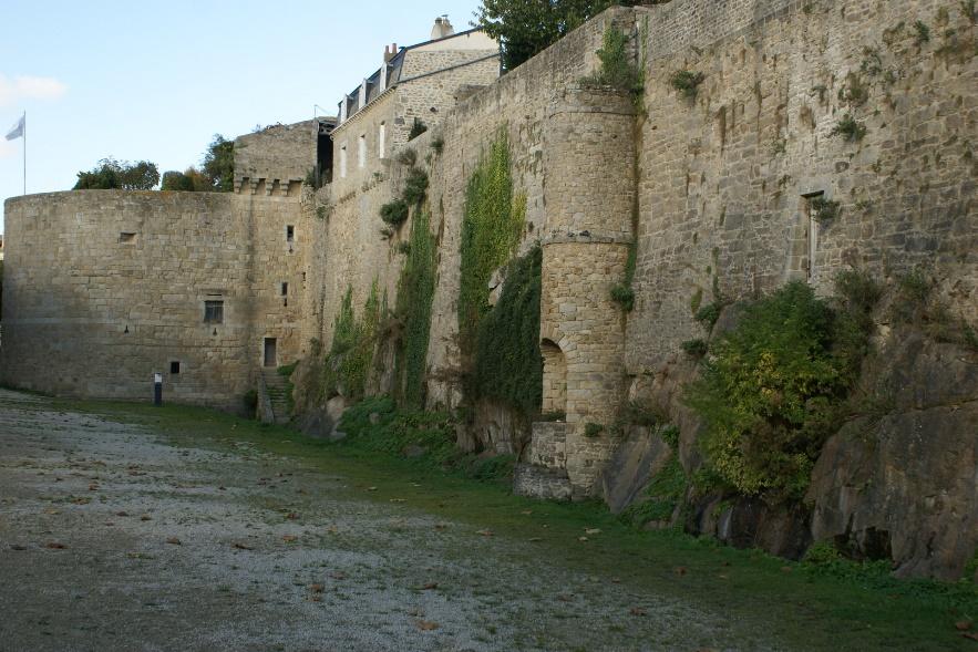 Dinan town walls