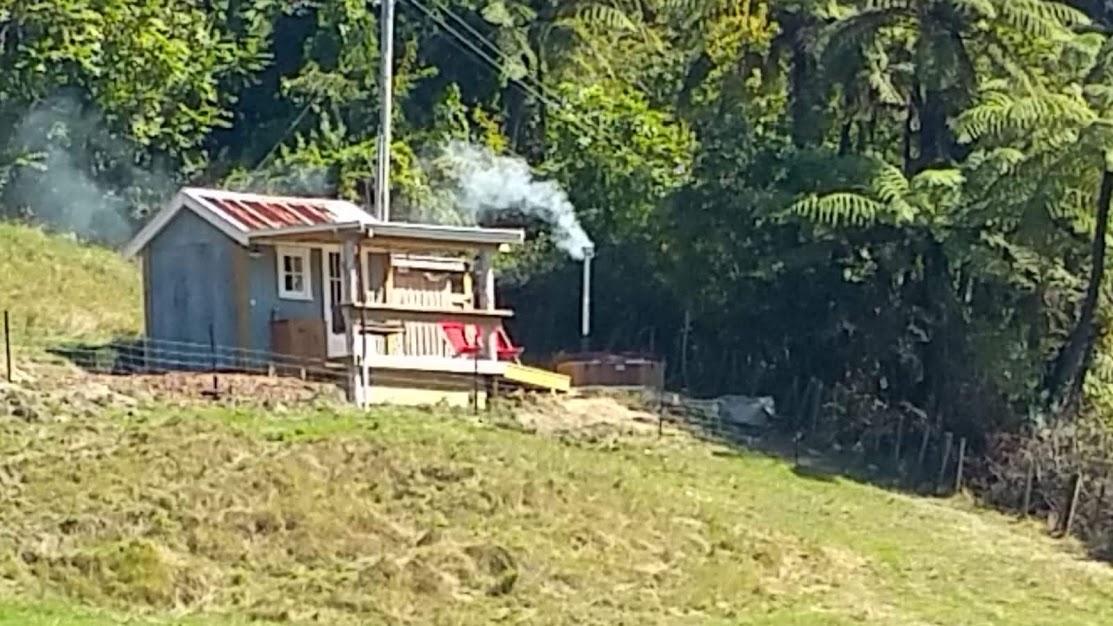 Jack's hut glamping lake tarawera