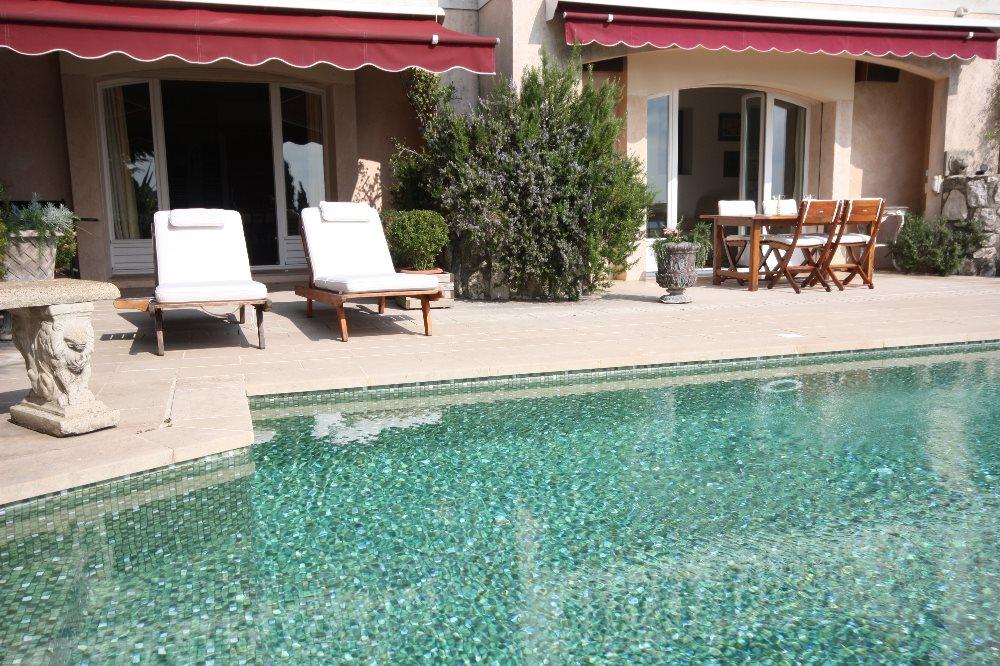 Residence du jardin poolside villa seburga for Villa du jardin sentosa