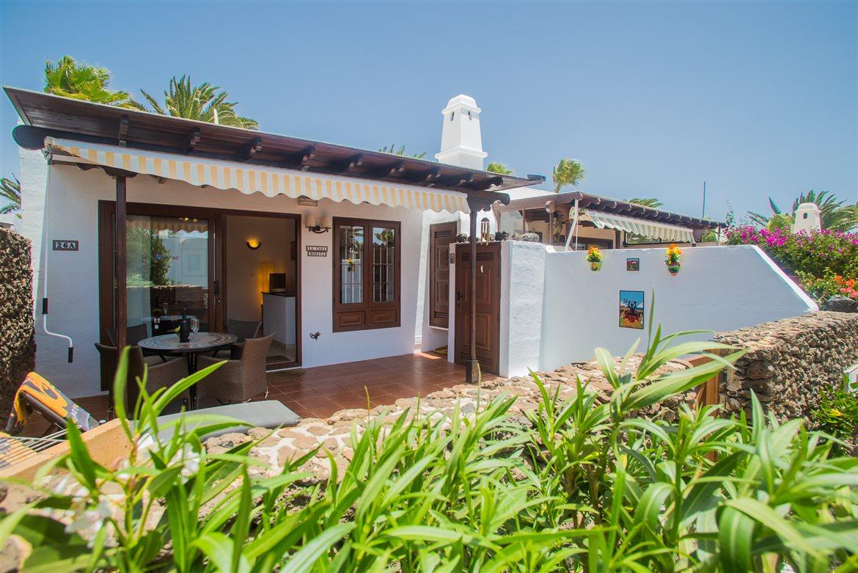 Casas del sol holiday villa rental playa blanca - Casa de playa ...