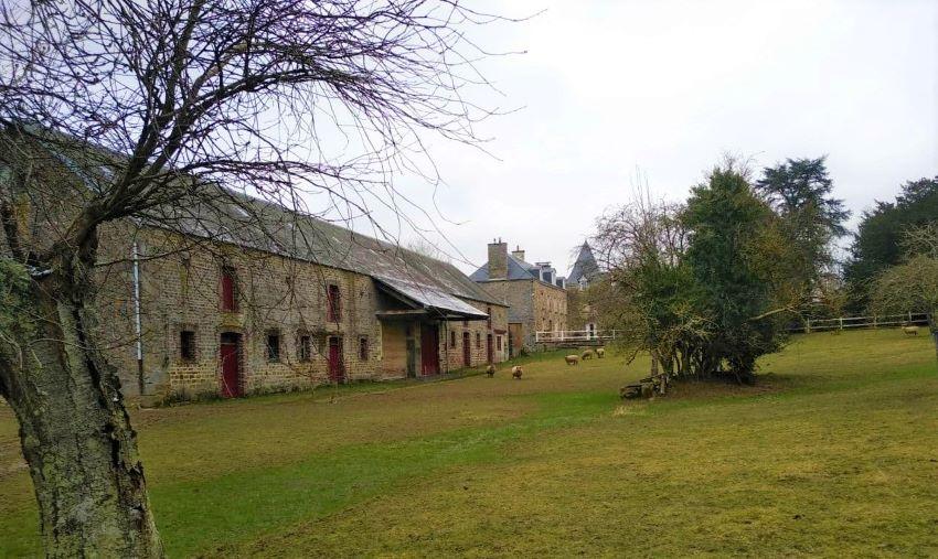 Le vieux château de Lénault, aujourd'hui le pizzeria, Les 2 Ifs