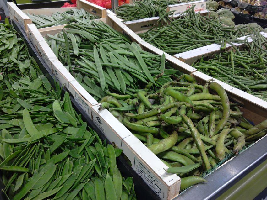 Zero-waste beans, Grand Frais, Caen, Normandy