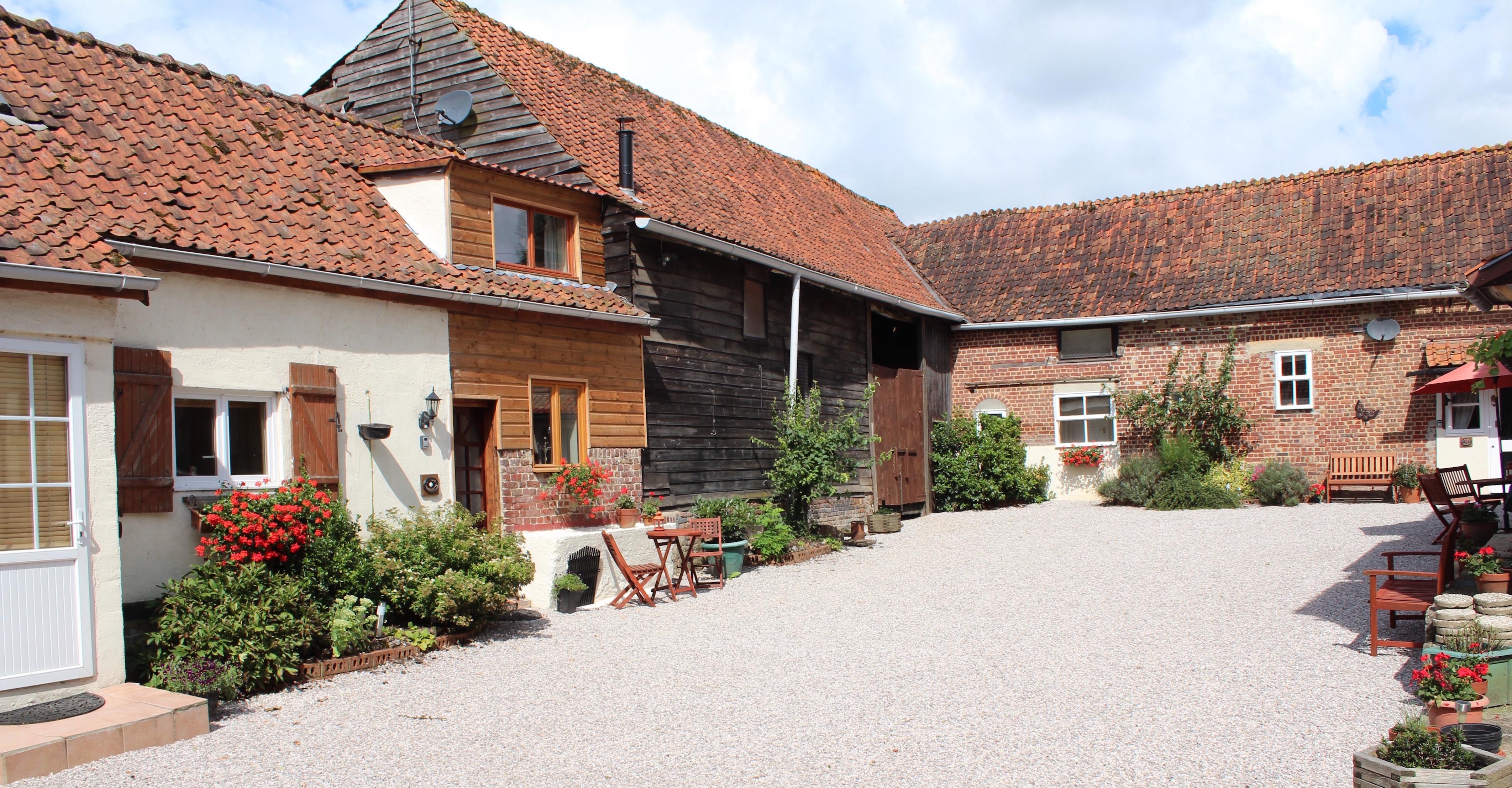 Le Petit Hameau Courtyard