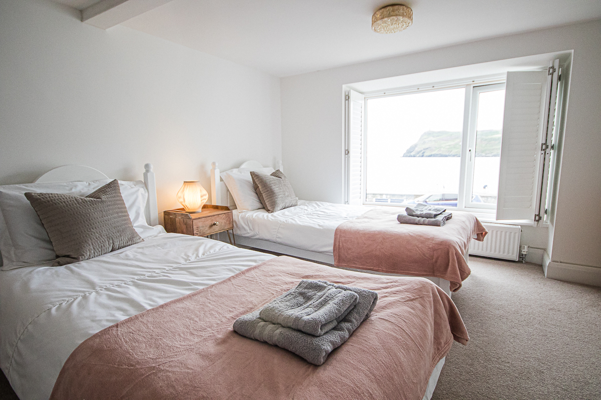 Seaview twin bedroom with beachview
